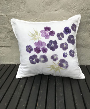 Cushion-violas-and-auriculas-with-maple-leaves--back