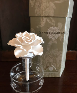 Grand-Casablanca-Porcelain-Flower-Diffuser-with-Versailles-Tuberose-Essential-Oil