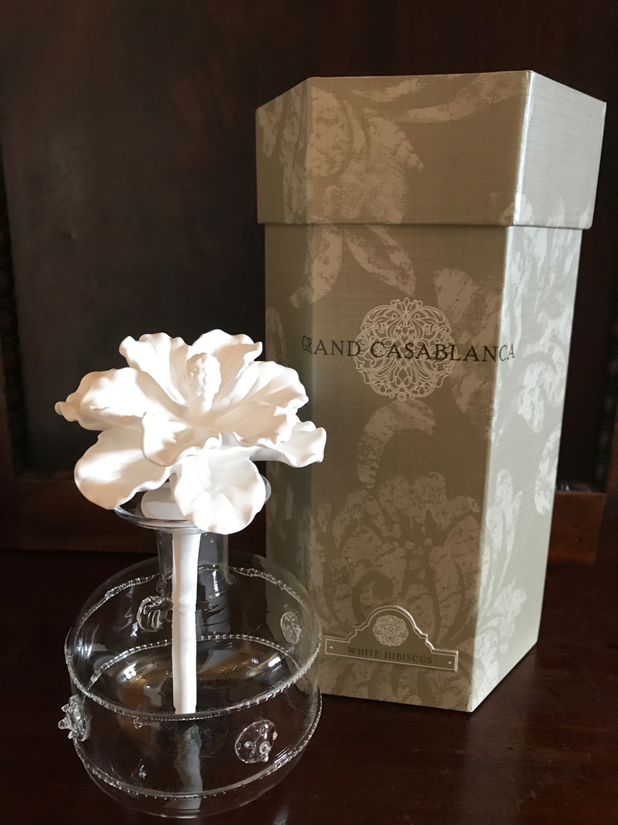 Grand Casablanca Porcelain Flower Diffuser With White