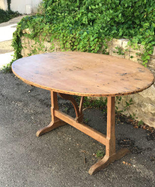 Oval-Vendage-Table-from-Burgundy2